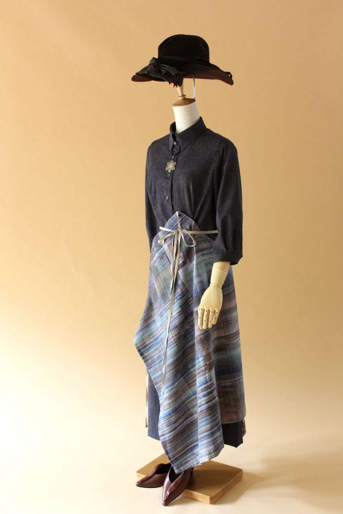 手織り結城紬エプロン・ドレス - フロント